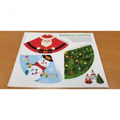 Kalėdinė staigmena. 3-4 metų vaikams. 4 knygelės (3 užduočių ir 1 lipdukų), 250 lipdukų, 6 spalvoti pieštukai, 3 kalėdiniai žaisliukai 13