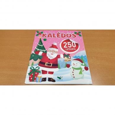 Kalėdinis rinkinys. 2 spalvinimo knygelės, užduotėlių knygelė, 250 lipdukų knygelė ir 6 spalvoti pieštukai (RAUDONAS) 6