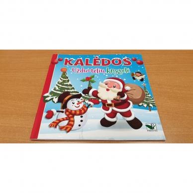 Kalėdinis rinkinys. 2 spalvinimo knygelės, užduotėlių knygelė, 250 lipdukų knygelė ir 6 spalvoti pieštukai (RAUDONAS) 10