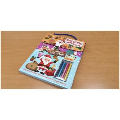 Kalėdos. Knygelių rinkinys. 2 spalvinimo knygelės, užduotėlių knygelė, 250 lipdukų knygelė ir 6 spalvoti pieštukai (2019) 2