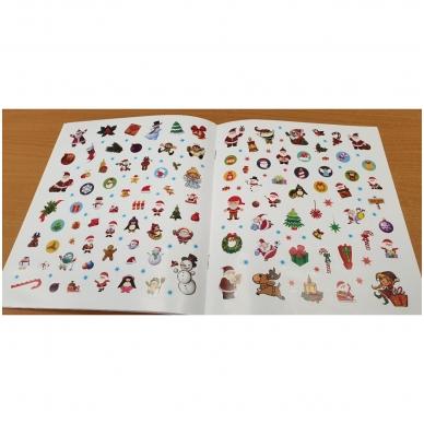 Kalėdos. Knygelių rinkinys. 2 spalvinimo knygelės, užduotėlių knygelė, 250 lipdukų knygelė ir 6 spalvoti pieštukai (2019) 4