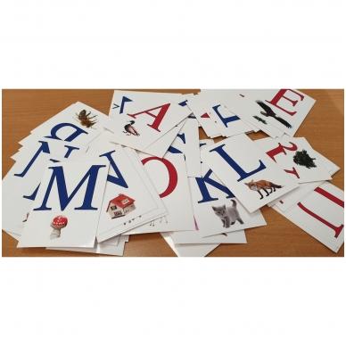 Raidynas. Rinkinį sudaro: dėžutė, 70 raidžių su iliustracijomis kortelės 3