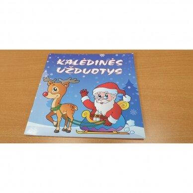Švęskime Kalėdas! 5-6 metų vaikams. 4 knygelės (3 užduočių ir 1 lipdukų), 250 lipdukų, 6 spalvoti pieštukai, 3 kalėdiniai žaisliukai 2