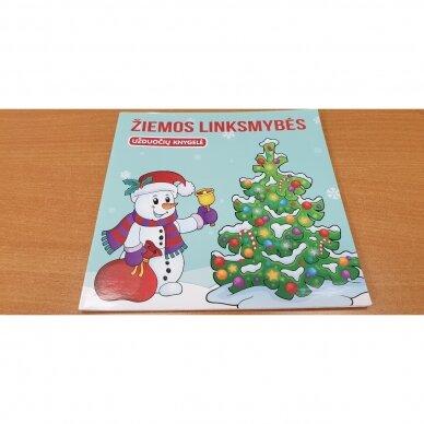 Švęskime Kalėdas! 5-6 metų vaikams. 4 knygelės (3 užduočių ir 1 lipdukų), 250 lipdukų, 6 spalvoti pieštukai, 3 kalėdiniai žaisliukai 4