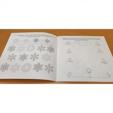 Valio! Kalėdos! 4-5 metų vaikams. 4 knygelės (3 užduočių ir 1 lipdukų), 250 lipdukų, 6 spalvoti pieštukai, 3 kalėdiniai žaisliukai 10