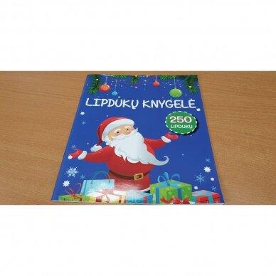 Valio! Kalėdos! 4-5 metų vaikams. 4 knygelės (3 užduočių ir 1 lipdukų), 250 lipdukų, 6 spalvoti pieštukai, 3 kalėdiniai žaisliukai 8