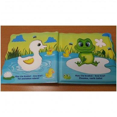 Maudynių (vonios) knygelė. Kas čia plaukia? Nuspalvink vandeniu! 10
