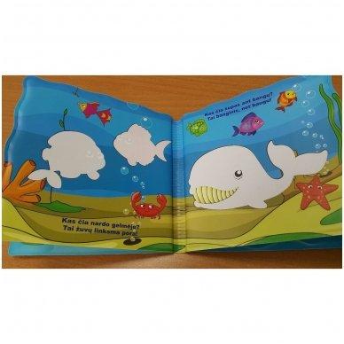 Maudynių (vonios) knygelė. Kas čia plaukia? Nuspalvink vandeniu! 11