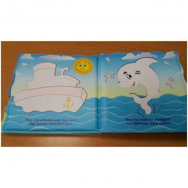 Maudynių knygelė. Kas čia plaukia? Nuspalvink vandeniu! 12